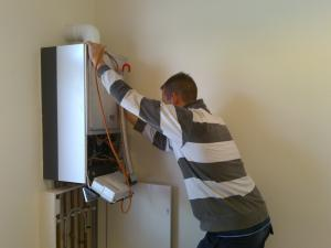 professional Lewisville water heater repair technician